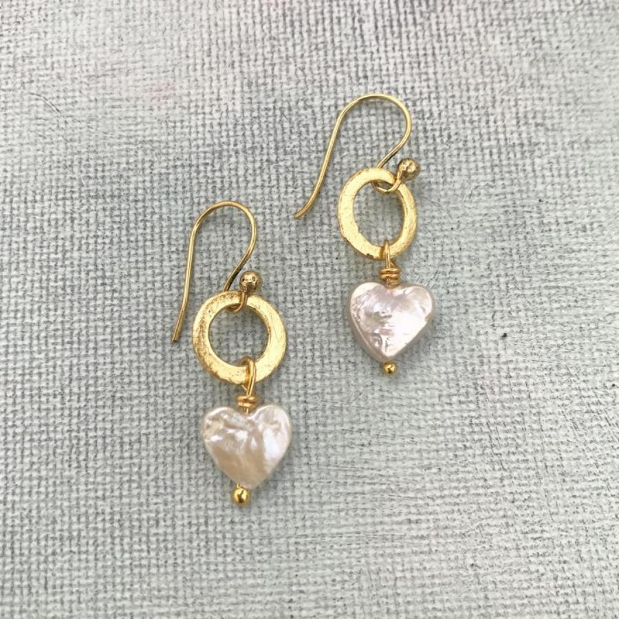 Lydia earrings heart pearl
