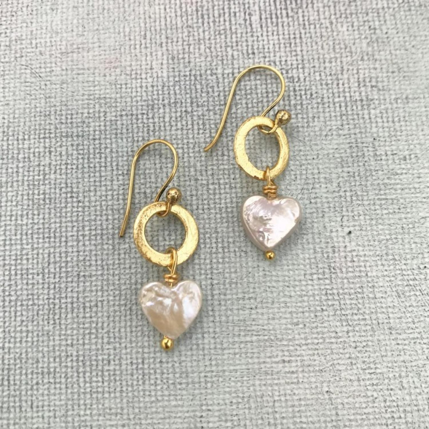 Lydia earrings heart pearl