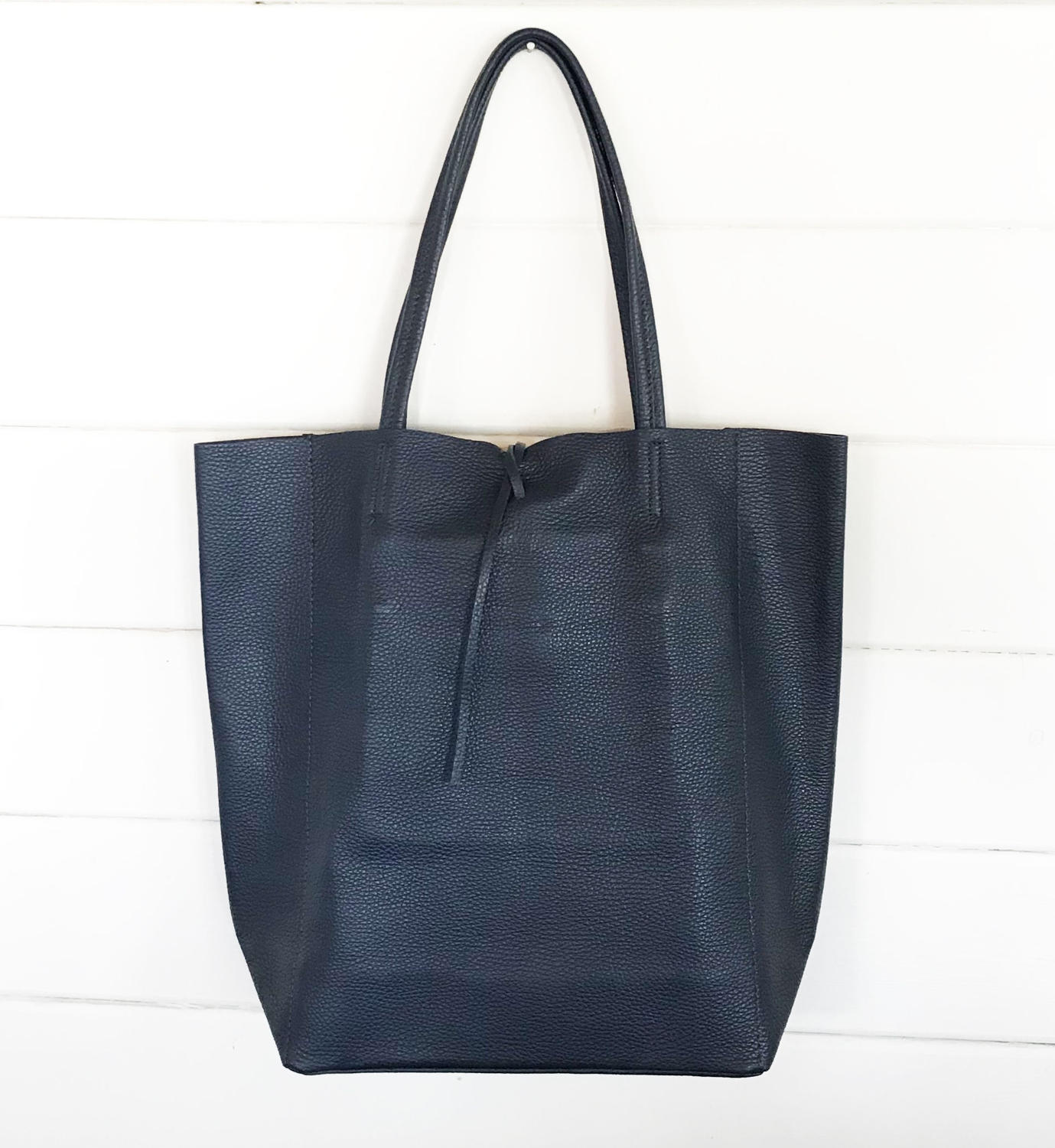 Leather tote navy