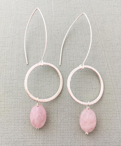 Freya earrings blush