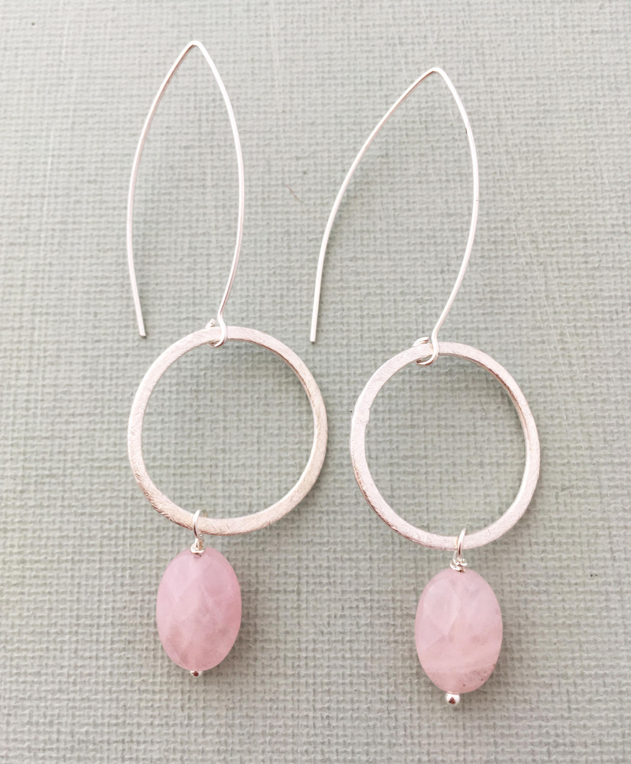 Freya earrings blush