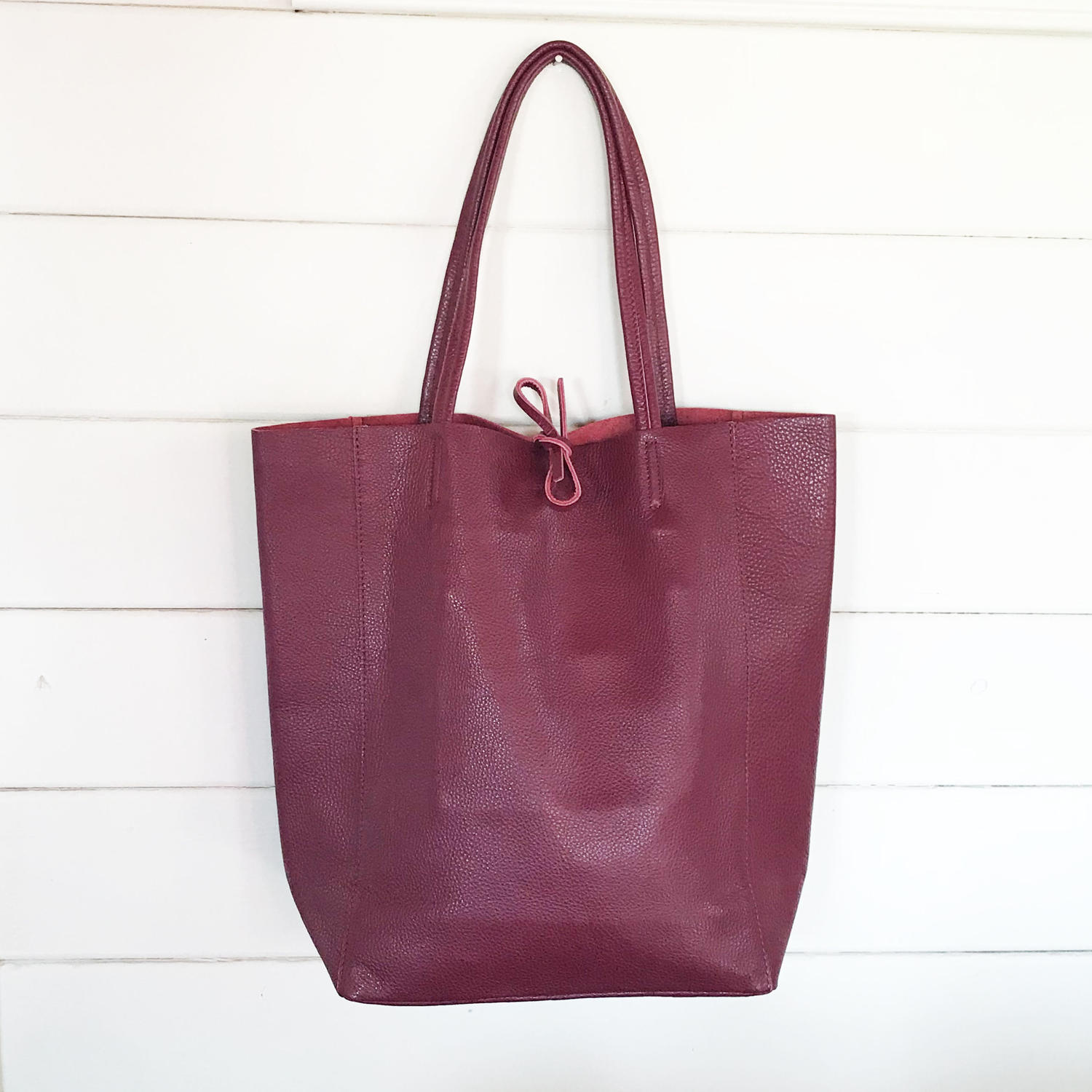 Leather tote plum