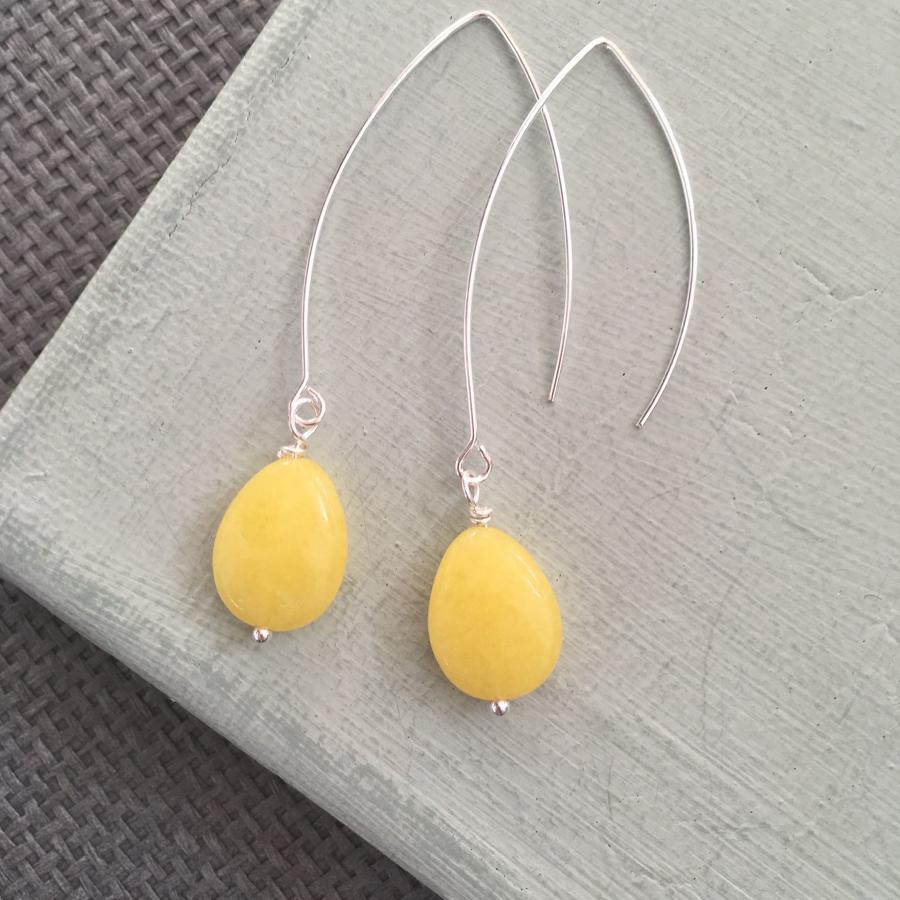 Long drop earrings in yellow