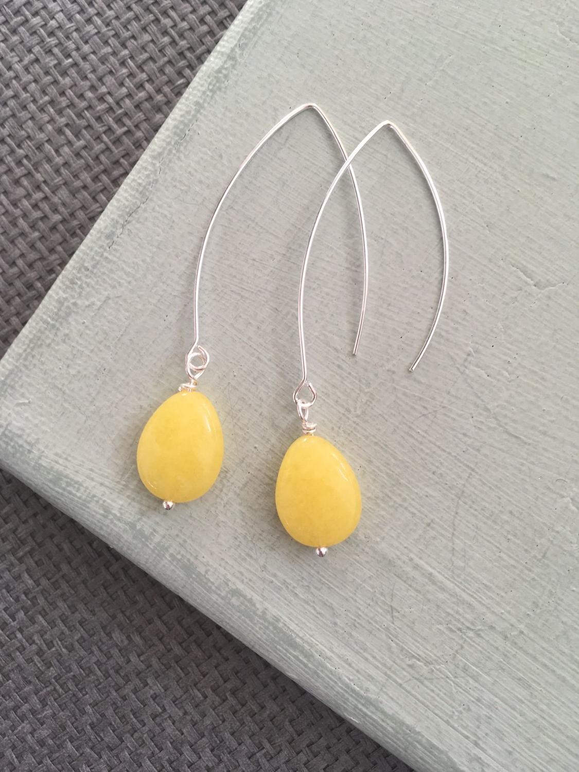 Long drop earrings in yellow