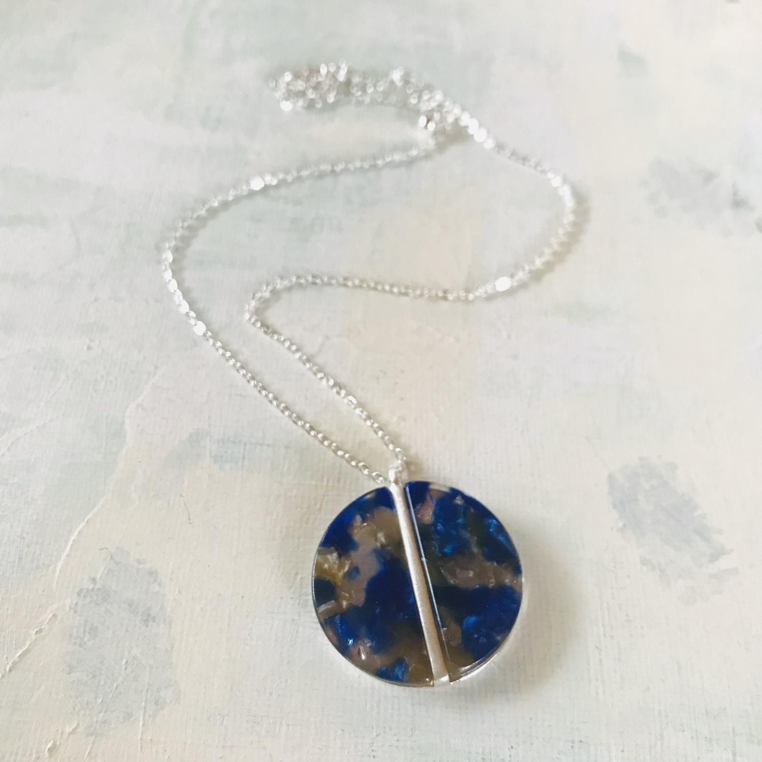 Disc pendant blue