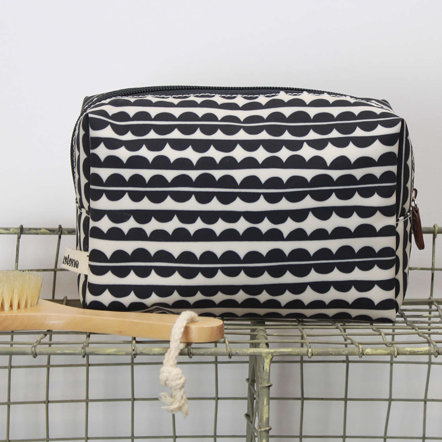 Cosmetic bag scallop