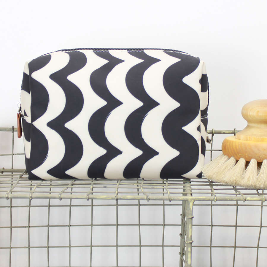 Cosmetic bag wave