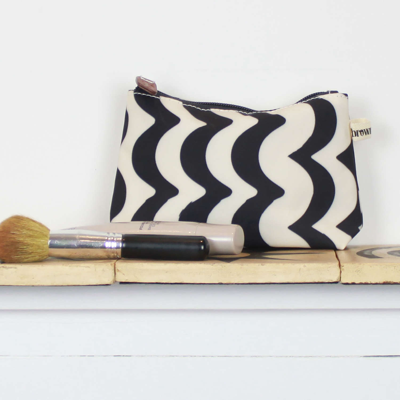 Make up bag wave