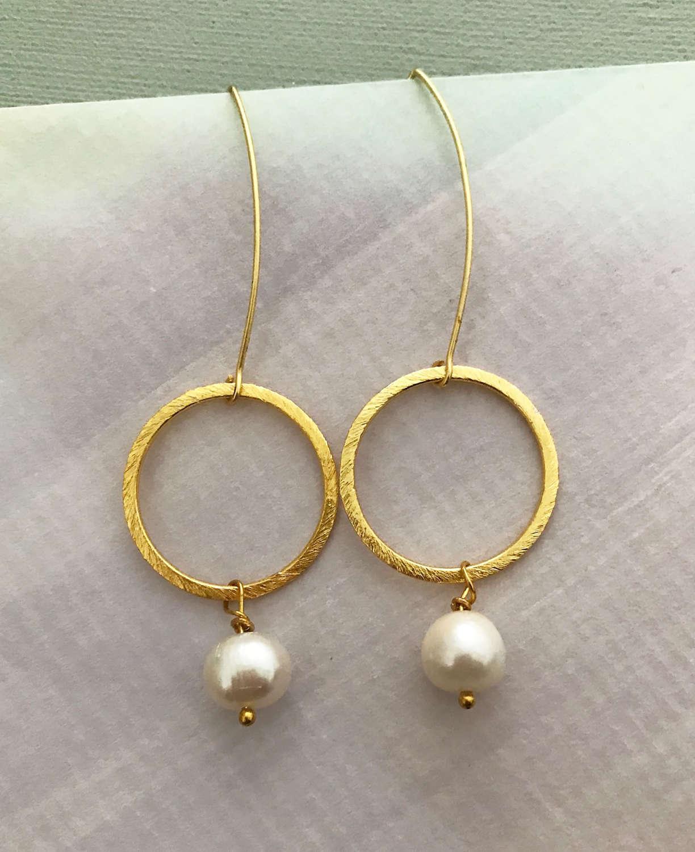 Freya earrings pearl