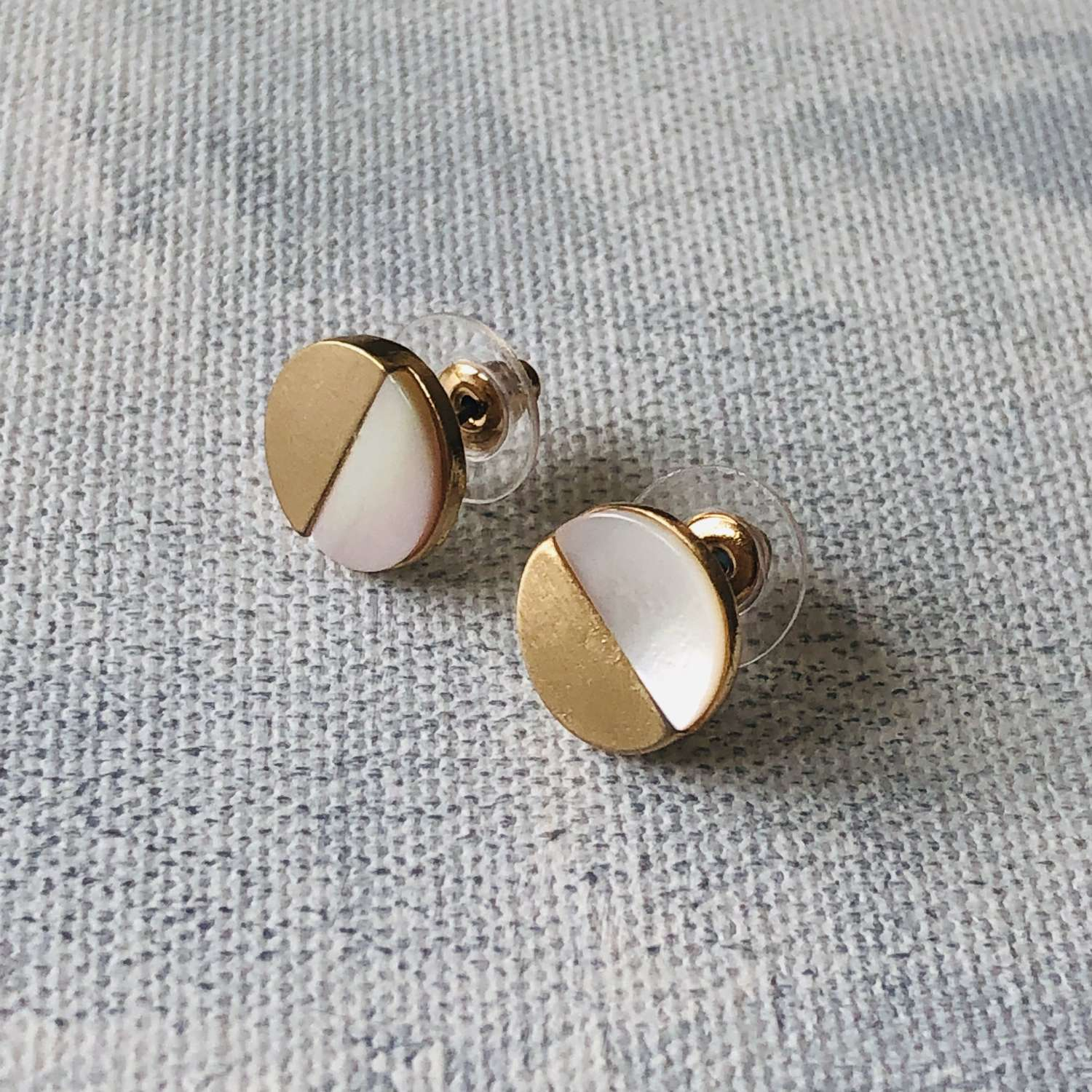 Disc earrings mother of pearl