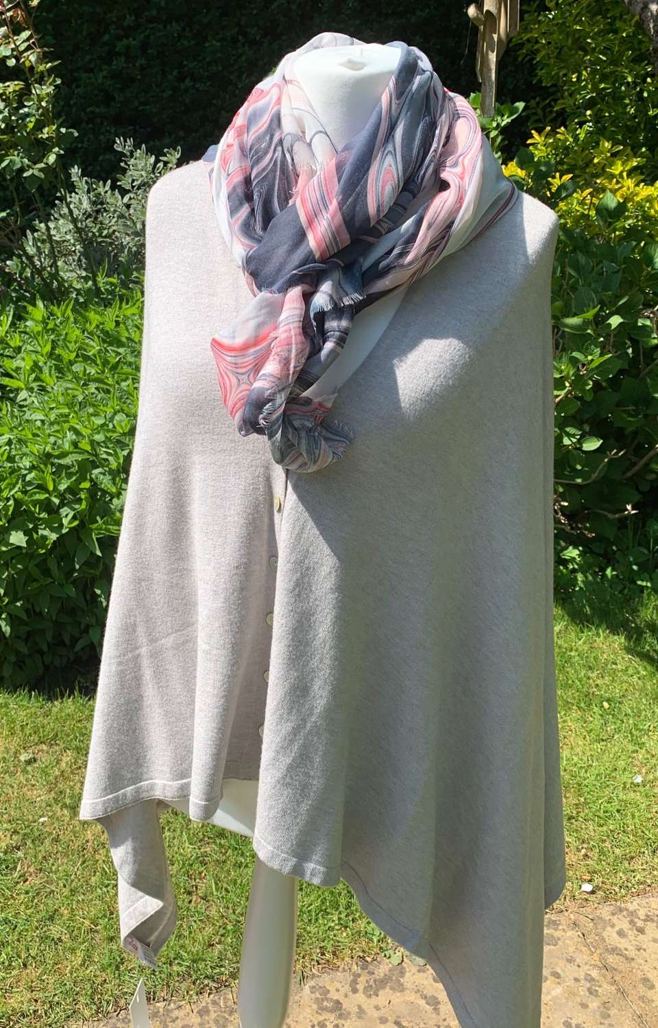 Button poncho-pale grey