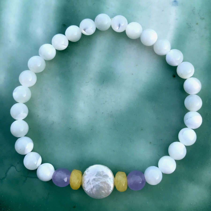 Annie bracelet mother of pearl