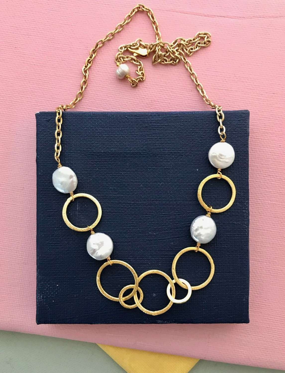 Polly necklace pearl gold