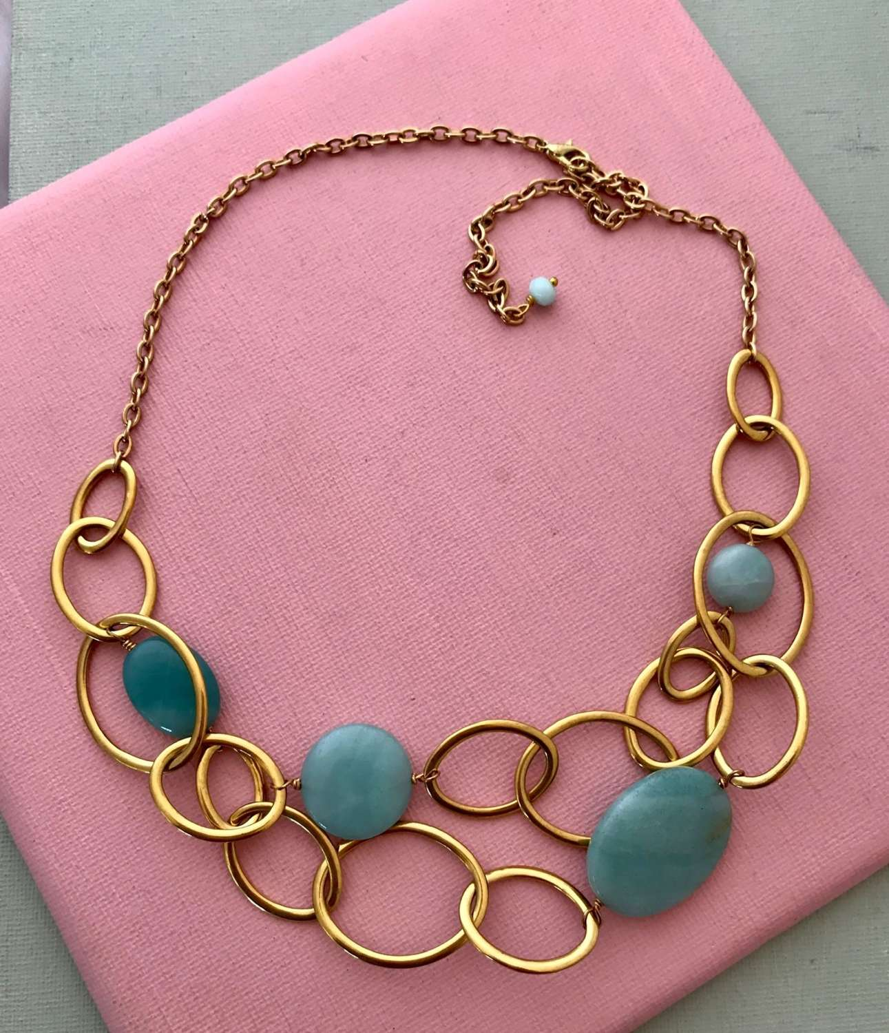 Mandy necklace gold/duck egg