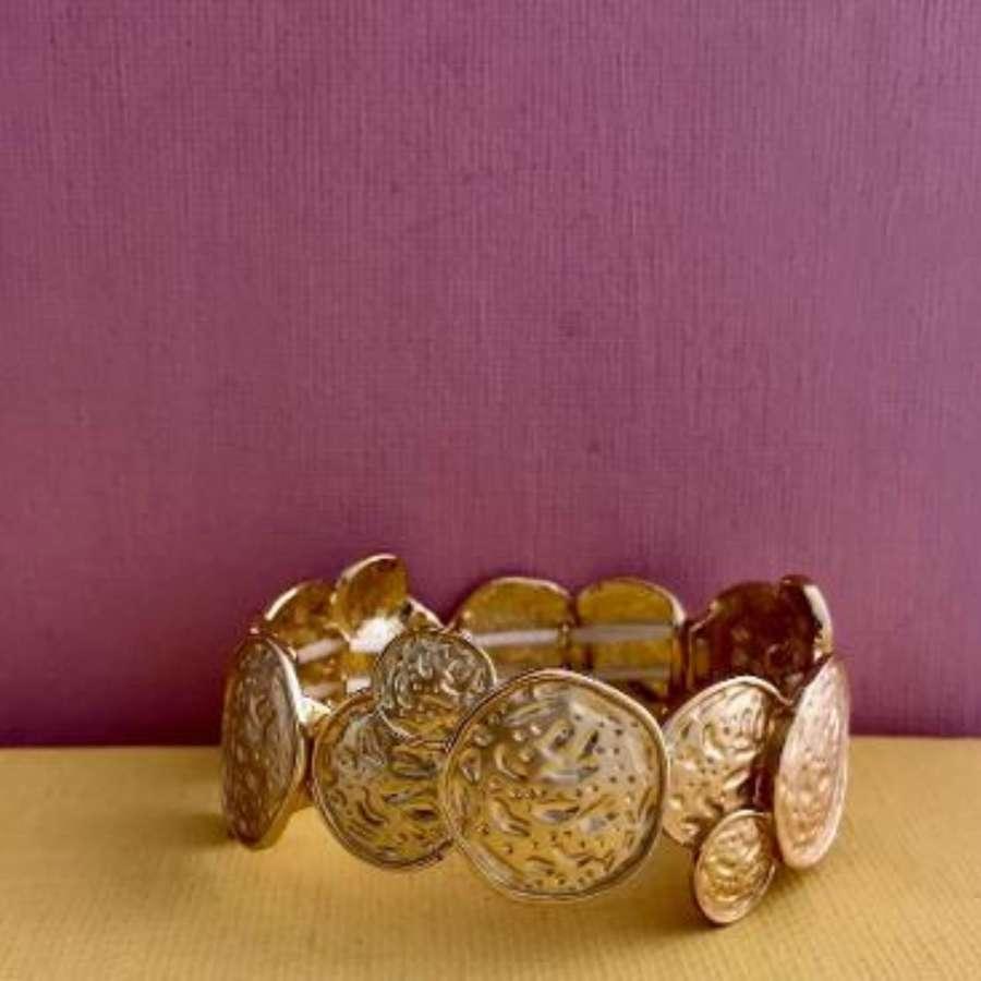 Overlapping hammered circles bracelet