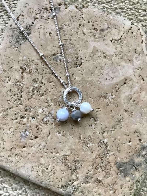 Amy necklace - ice blue/grey