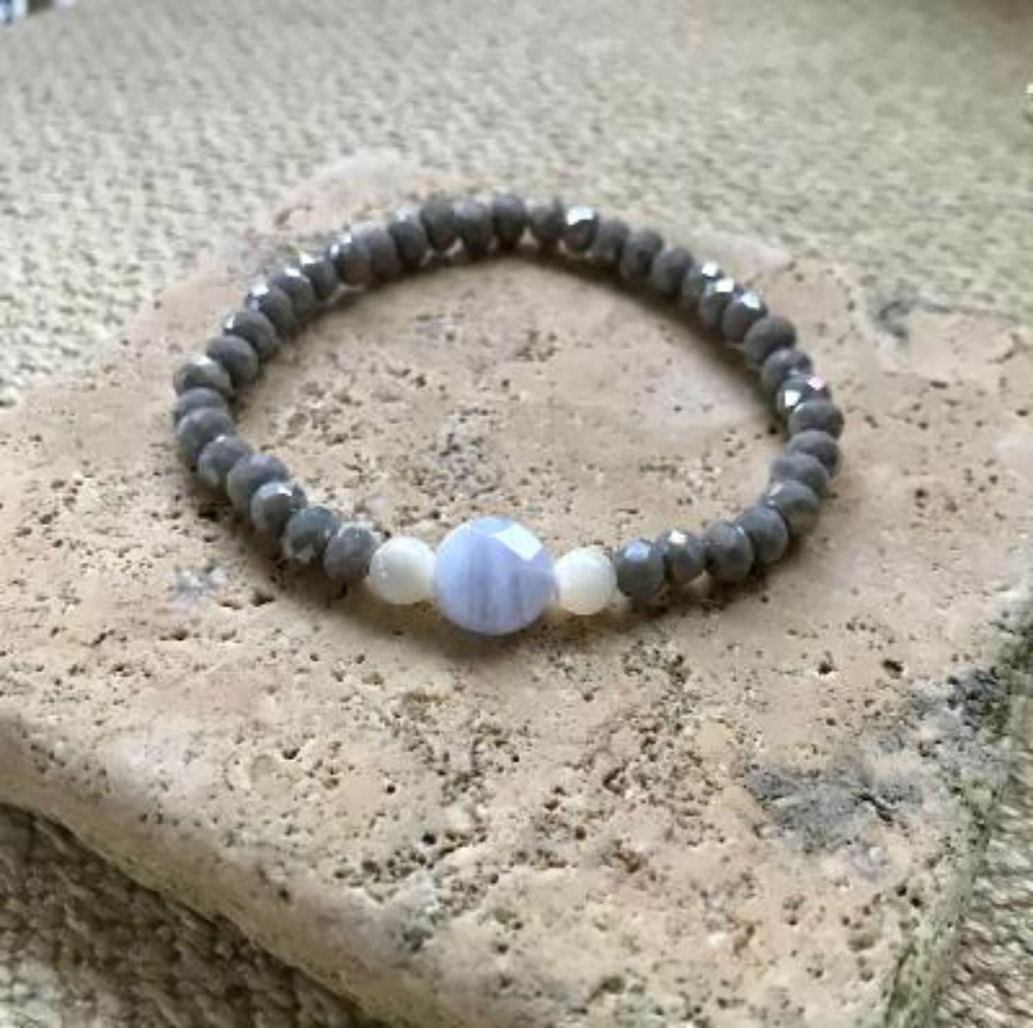 Annie bracelet - ice blue/grey