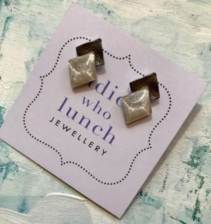 Overlap earrings