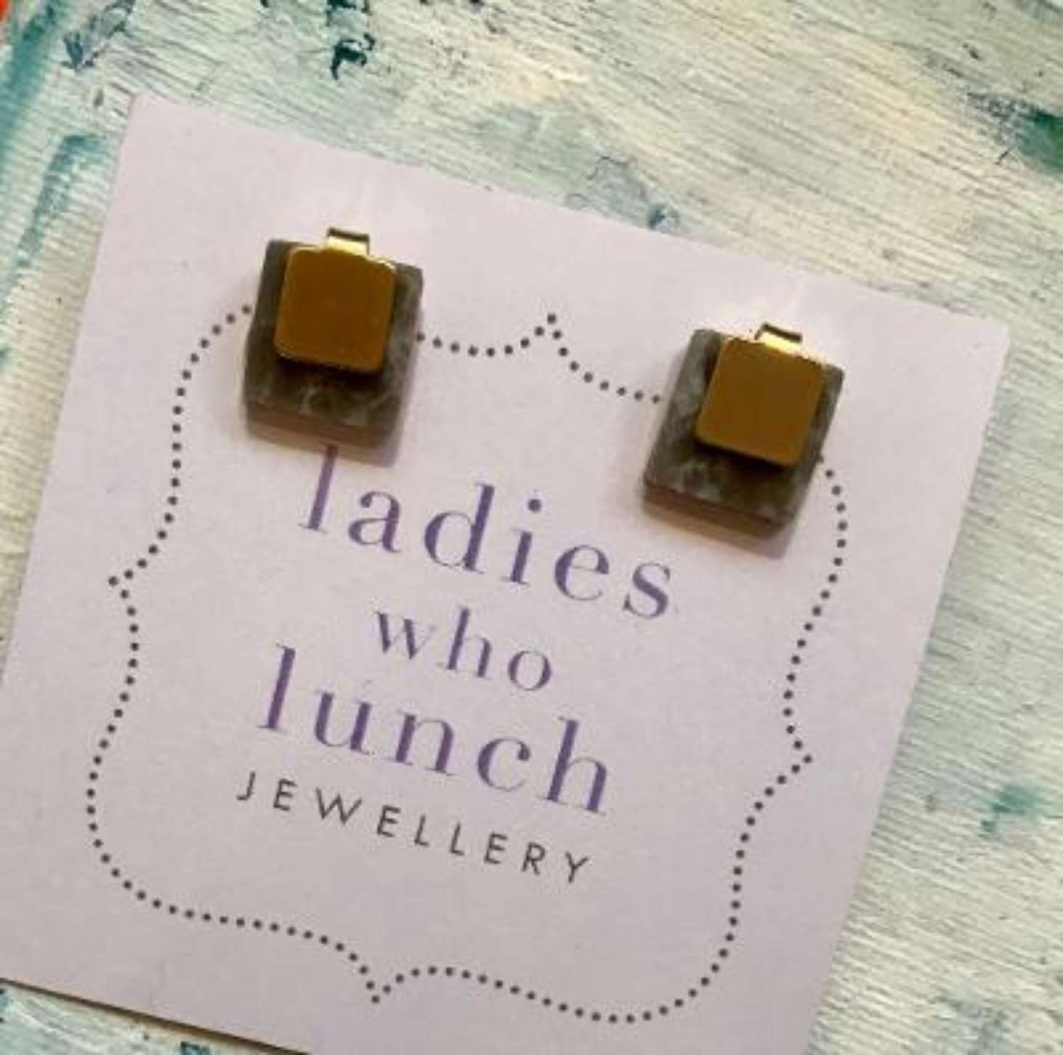 Cube stud earrings - grey/gold