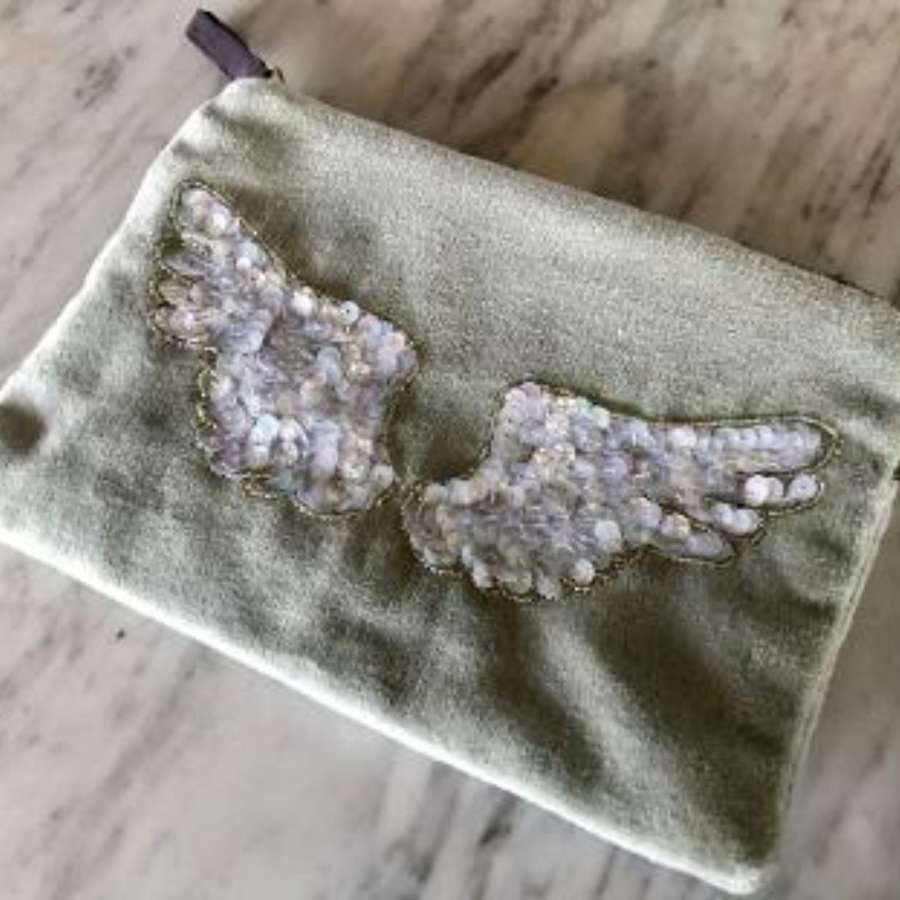Wings velvet purse