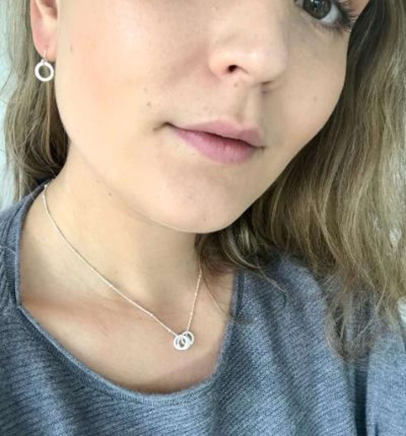 Tiny circle earrings - silver