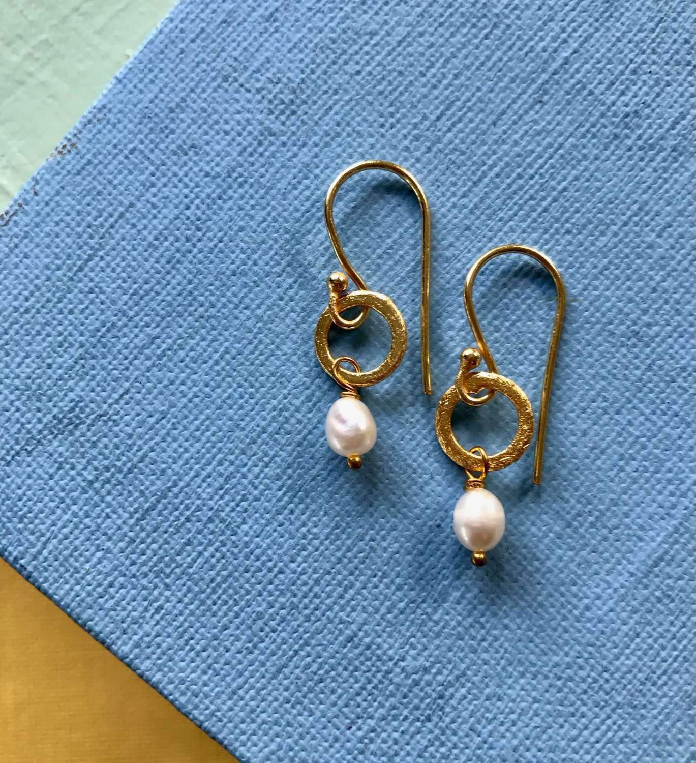 Lydia tiny earrings pearl - gold