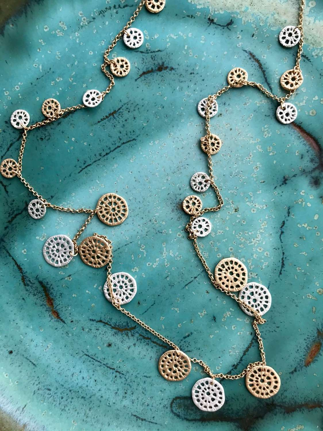 Lace circle long necklace - silver/gold