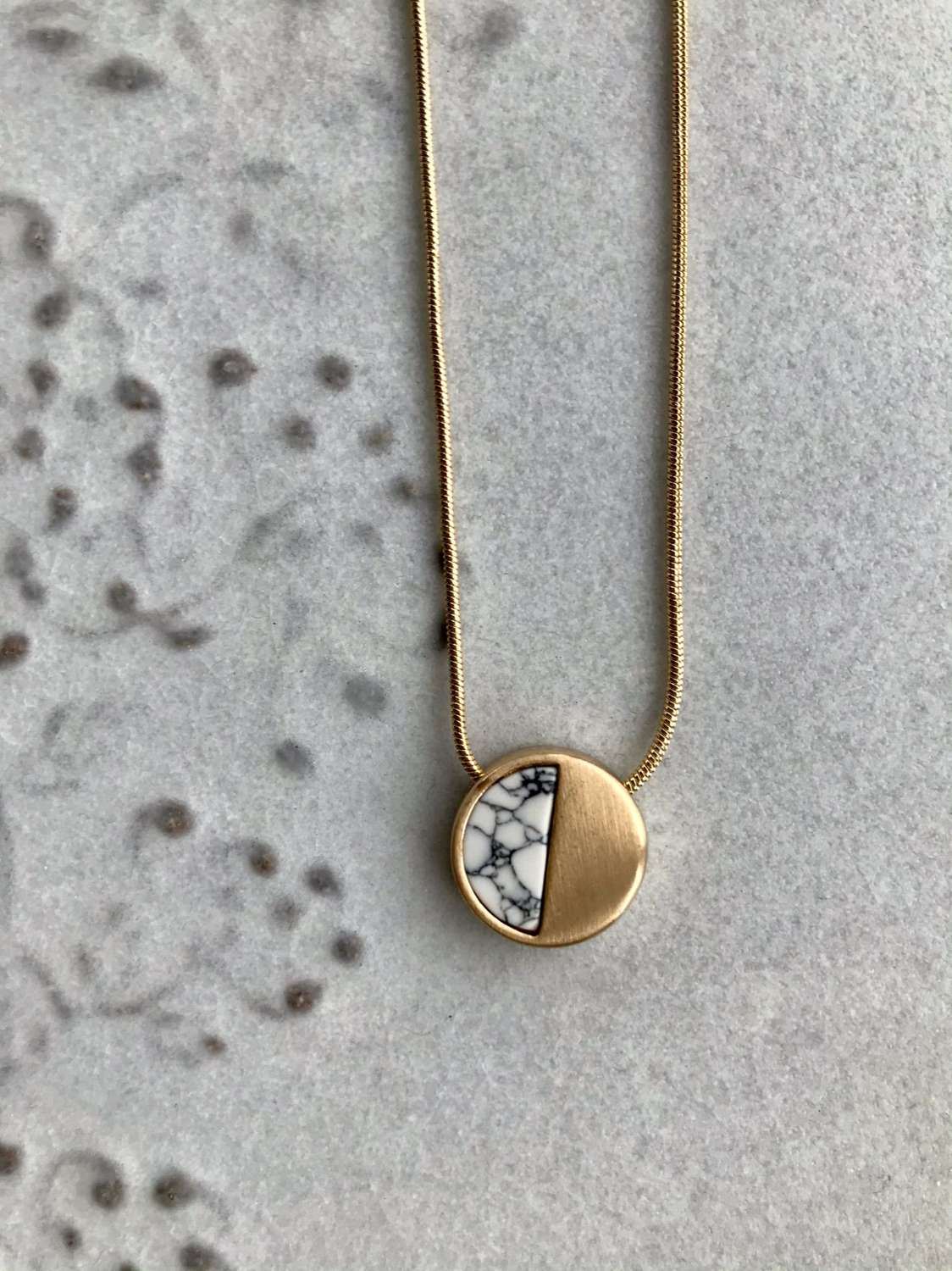 Small demi necklace - white/gold